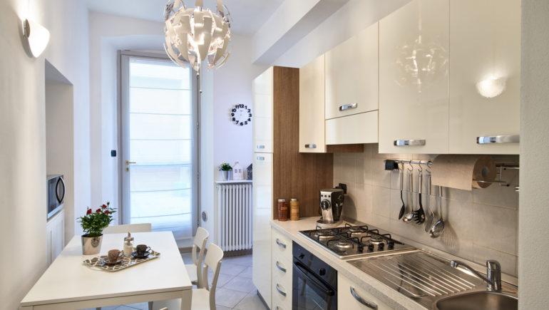 cucina completa di accessori e microonde
